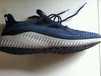 unpaired blue and white Adidas Yeezy Boost 350 V2 Springfield, 22153