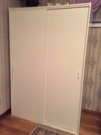 Clothes closet with top shelf. Longueuil, J3Y 4H1