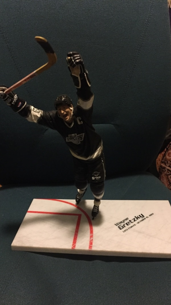 Wayne grezky kings figure