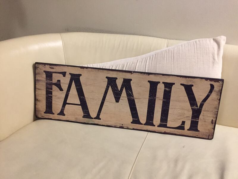 Family wall decoration bf859220-00d2-4bfb-824d-cdc00ad43161