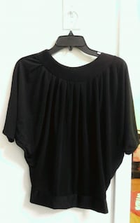 black scoop-neck shirt Rockville, 20852