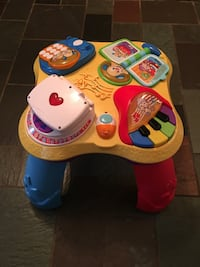Fisher Price Activity Table w batteries Malta, 12020