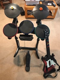 Drum set and guitar for Wii