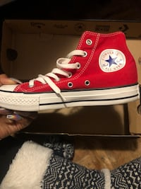 Red high top CONVERSE  Toronto, M9N 1Y9
