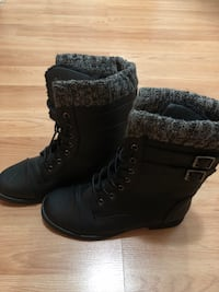 Pair of black leather boots Vancouver, V5V