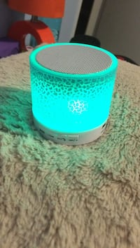 teal and white bluetooth speaker null, V0R