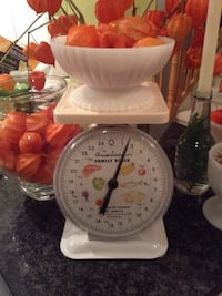 Vintage white kitchen scale Pickering, L1V 2V7