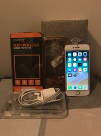 Apple iPhone 7 - 32GB- Rose Gold (UNLOCKED) Bundle with Charger and Extras! New York, 11372
