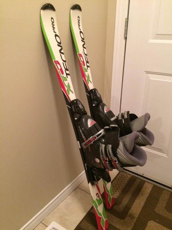 289daced49 Used Youth skis and boots for sale in Guelph - letgo