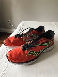 Mans Saucony almost new running shoes size 10 573 km