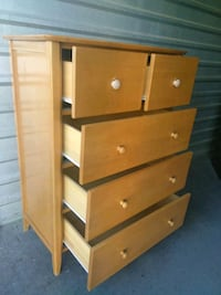 Solid wood tall dresser with 5 drawers in good condition