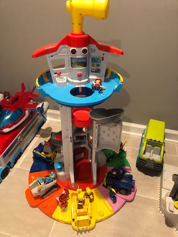Paw Patrol fire truck aircraft carrier and Look Out Tower 6e271bbd-5870-4a92-9502-a866e13e910a