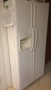 white side-by-side refrigerator with dispenser Port Huron, 48060