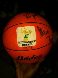 92-93 Milwaukee Bucks Full Roster Autograph 641 mi