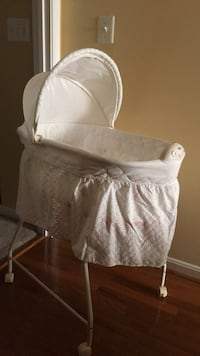 Bassinet    almost new Leesburg, 20176