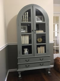 Painted China cabinet / display cabinet