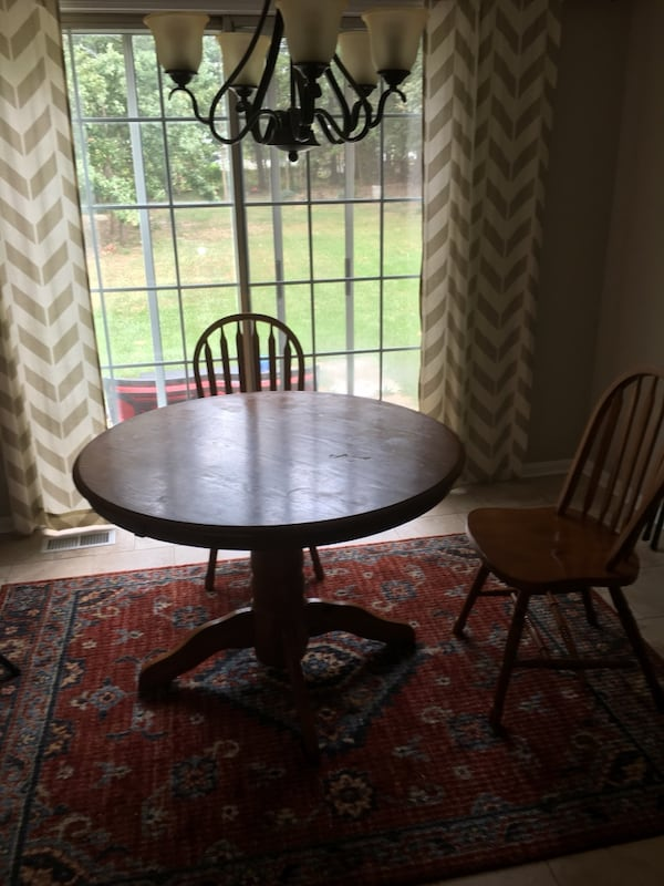 Dining table with two chairs 528191c4-a202-4c7f-8a0b-9572648a16d1