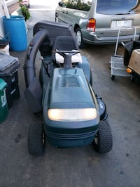 craftsman 42 inch cut lawn tractor with bagger  Toronto, M9M 3A8