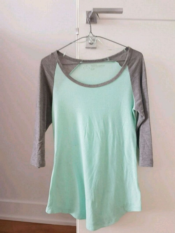 Chandail turquoise gris