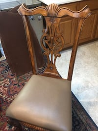 8 chair dining room, expends and has thermal pad to cover   Herndon, 20171