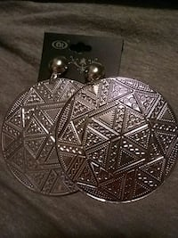 pair of women's round silver-colored pendant earrings Portland, 97230
