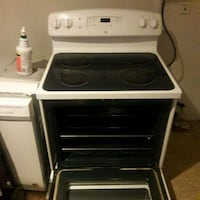 white and black induction range oven Chantilly, 20151