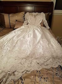 white laced 3/4 sleeve wedding dress Fayetteville, 28314