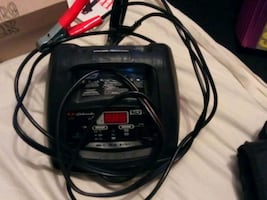 Car batterie charger and jump starter in one unit
