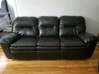 2 piece Leather recliner couch and loveseat Montréal, H8T 1J5