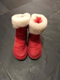 UGG red snow boots for girl size 10 Buffalo Grove, 60089