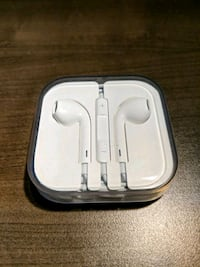 White ORIGINAL Apple earbuds with case  Newmarket, L3X 1R7