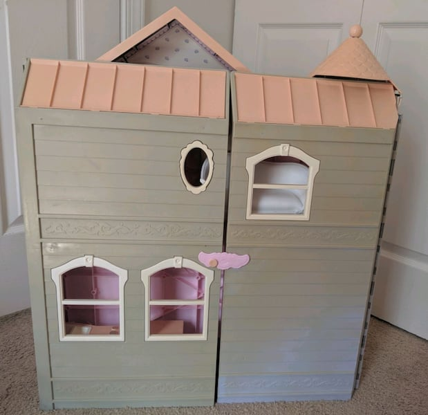 Barbie Victorian Dream House d1ca5932-7772-499b-9ed4-4cbee1378cba