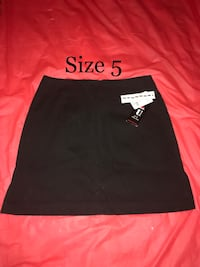 $4 NEW WITH TAGS Size 5 Short Black Skirt