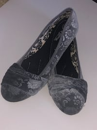 pair of black-and-gray floral flats 769 mi