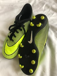 Soccer cleats Youth NIKE used Wheaton, 60189