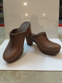 Pair of brown leather shoes Kelowna, V1X 3P9