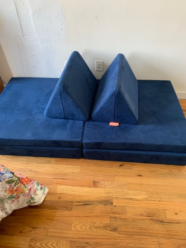 """Showing off your """"sex chair"""" with your toddler around : trashy"""