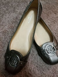 pair of silver Liz Claiborne flats North Richland Hills, 76182