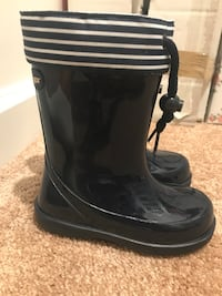 Rain boots for kids Navy color Size 9 Virginia Beach, 23456