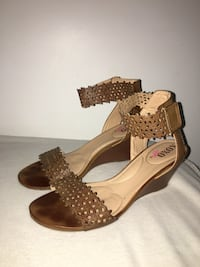 pair of women's brown leather open-toe ankle strap pumps Coquitlam, V3J 7H4