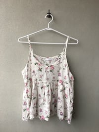 white and pink floral spaghetti strap top Toronto, M2M 3Y9