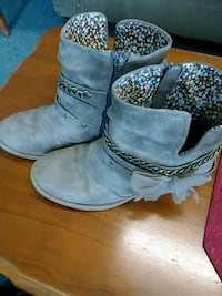 pair of gray suede boots Ellijay, 30540
