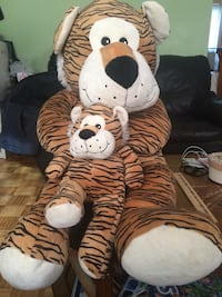 Mom and baby tiger stuffed toy  Montréal, H8Z 2Z9