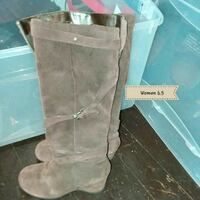 pair of brown UGG boots Fort Wayne, 46805