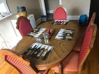 Antique wood table and 5 chairs.  i work in the chambersburg/greencastle area.  $175 obo Greencastle, 17225
