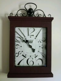 burgundy wooden framed analog clock Smithsburg, 21783