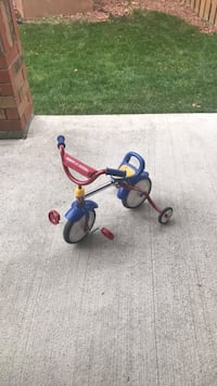 toddler's blue and red trike 554 km