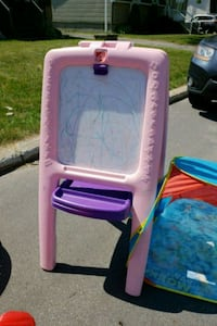 white and pink plastic easel Laval