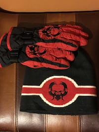Matching toque and gloves  2470 km