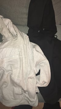 2 hoodies 7$ New York, 11106